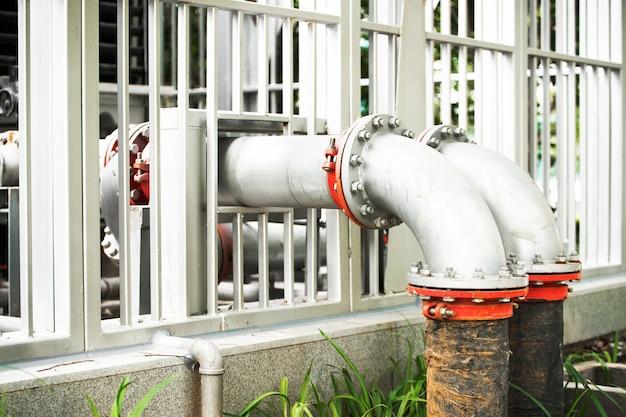 Wasserleitung in der kläranlage Premium Fotos