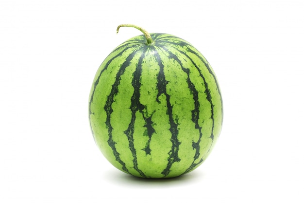 Wassermelone reif und lecker, isoliert auf weiss Premium Fotos
