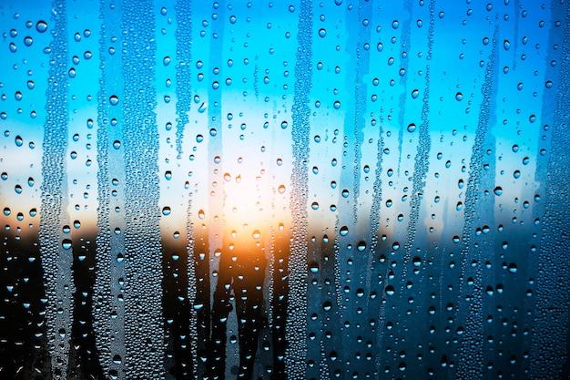 Wassertropfen auf glas. Premium Fotos