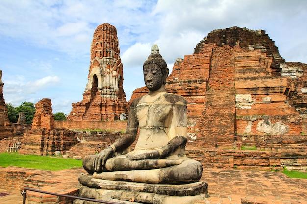Wat mahathat in historischem park ayutthaya, thailand. Premium Fotos