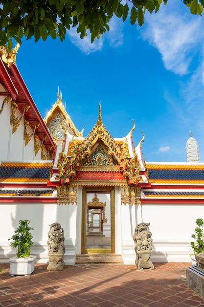 Wat pho ist der berühmteste tempel thailands für touristen in bangkok, thailand Premium Fotos