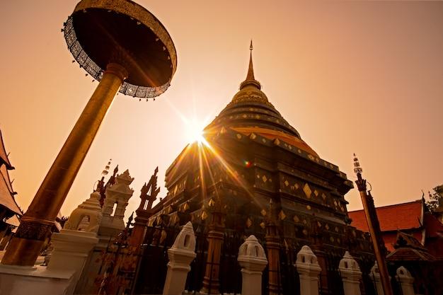 Wat phra, dass lampang luang, lampang, provinz lampang Premium Fotos