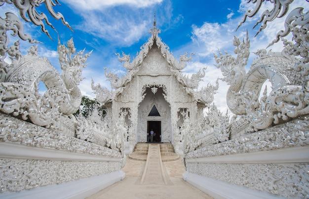 Wat rong khun weißer tempel bei chiang rai im norden von thailand. Premium Fotos