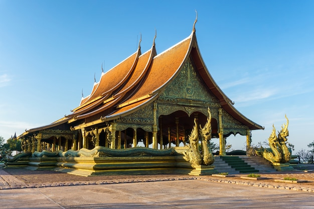 Wat sirindhorn wararam phu prao, provinz ubon ratchathani, thailand Premium Fotos