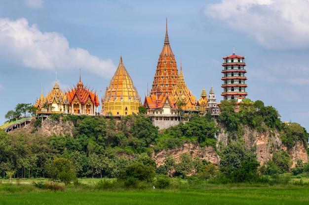 Wat tham suea in der provinz kanchanaburi in thailand Premium Fotos