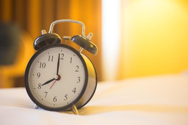 Wecker im schlafzimmer Premium Fotos