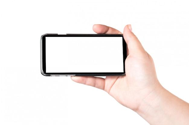 Weibliche hand, die intelligentes mobiltelefon lokalisiert auf weißem hintergrund hält. leerer weißer bildschirm. Premium Fotos