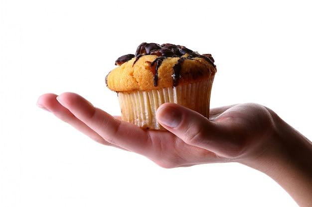 Weibliche hand mit obstkuchen Kostenlose Fotos