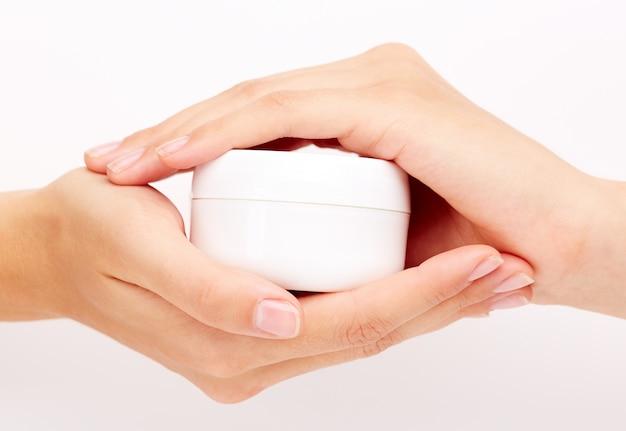 Weibliche Hände mit Kosmetik Kostenlose Fotos