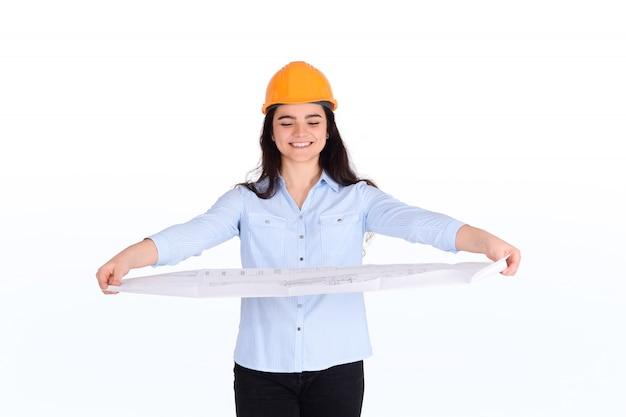 Weiblicher architekt, der plan hält. Premium Fotos