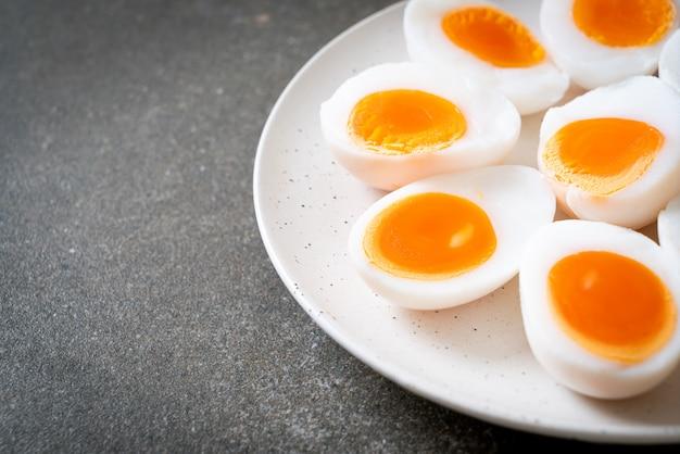 Weichgekochte eier Premium Fotos