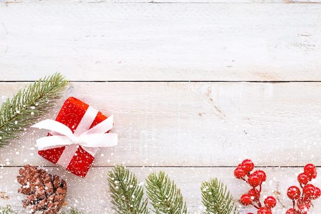 weihnachten hintergrund weihnachtsgeschenk rote geschenke box und dekoration elemente auf. Black Bedroom Furniture Sets. Home Design Ideas