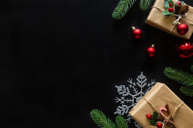 Weihnachts- und neujahrsfeiertagshintergrund verzierte hausthema. Premium Fotos