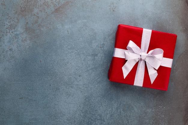 Weihnachtsbanner. hintergrund-weihnachtsdesign mit realistischer geschenkbox. horizontales weihnachtsplakat, grußkarten. Premium Fotos