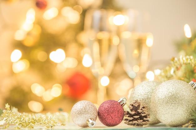 Weihnachtsdekoration auf abstraktem hintergrund Premium Fotos