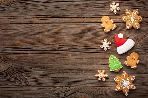Weihnachtsdekoration auf einer tabelle mit kopienraum Kostenlose Fotos