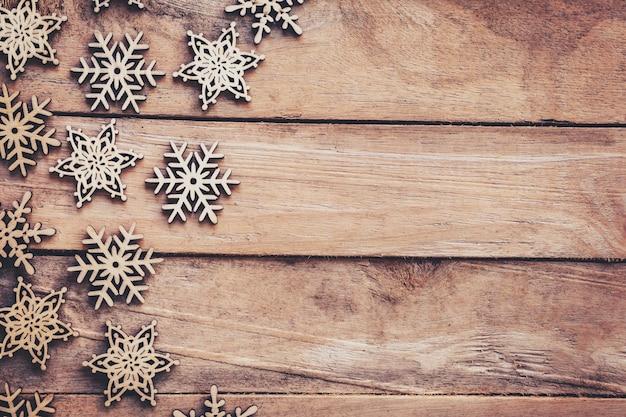 Weihnachtsdekoration Auf Holz Hintergrund Und Winter Dekoration Mit Platz.  Premium Fotos