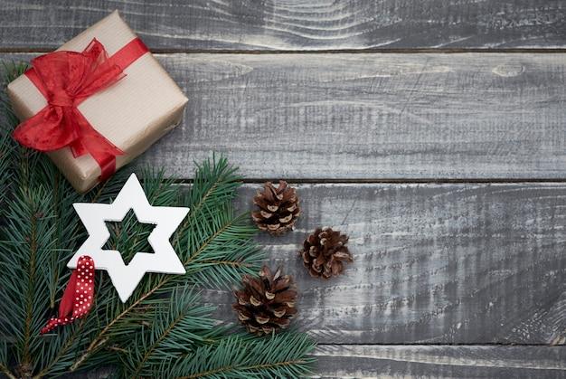 Weihnachtsdekoration mit kleinen geschenken Kostenlose Fotos