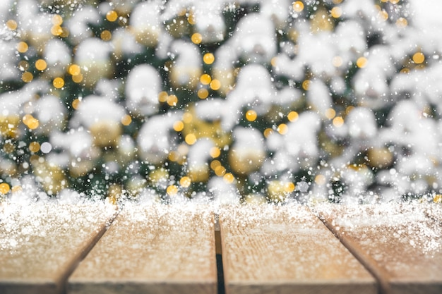 Weihnachtsfeiertagshintergrund mit leerer tischplatte Premium Fotos