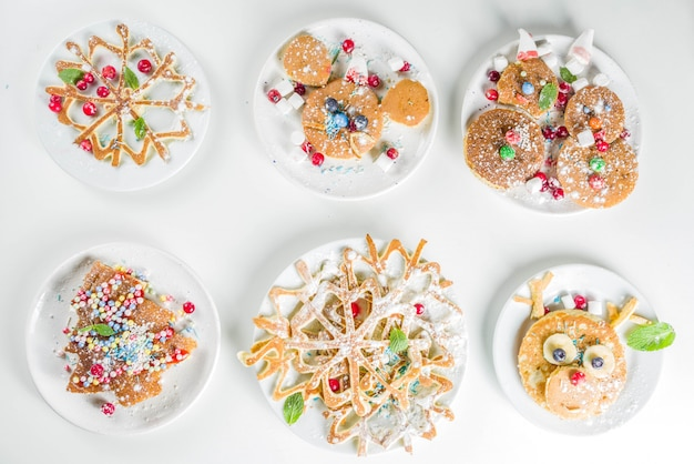 Weihnachtsfrühstückspfannkuchen eingestellt Premium Fotos