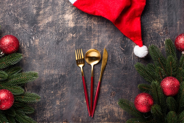 Weihnachtsgedeck mit rotem dekor Premium Fotos