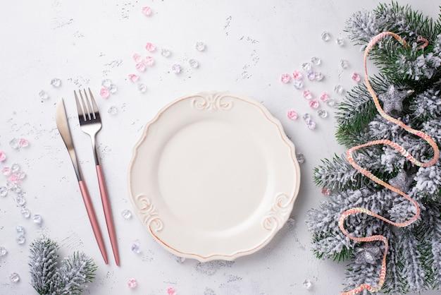 Weihnachtsgedeck und rosa dekor Premium Fotos