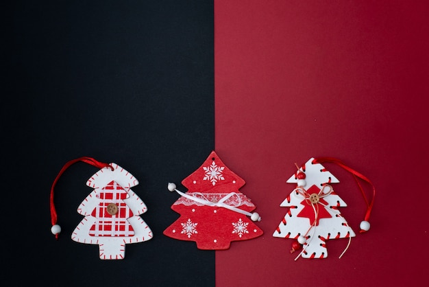 Weihnachtsgeschenke des neuen jahres wickelten draufsicht weihnachtsfeiertag der bandebenenlage ein. Premium Fotos