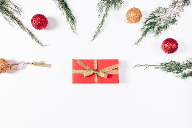 Weihnachtsgeschenke und dekorationen Premium Fotos