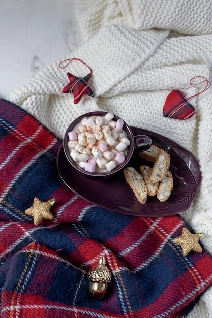 Weihnachtsgetränk flach liegen Premium Fotos
