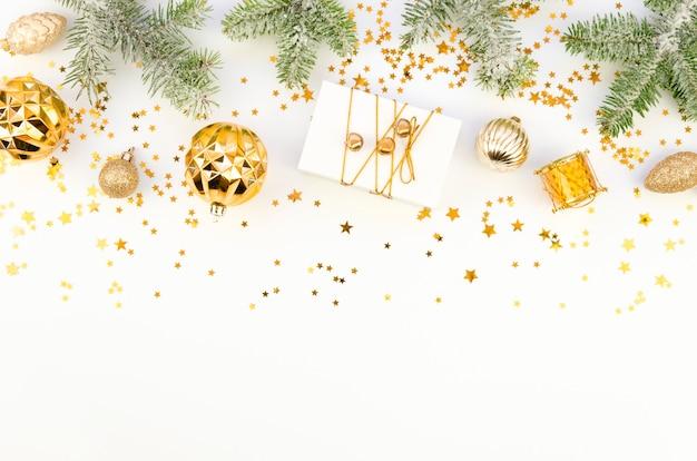 Weihnachtsgrenze mit weißem kopierraum für die besten wünsche beschriftung Premium Fotos
