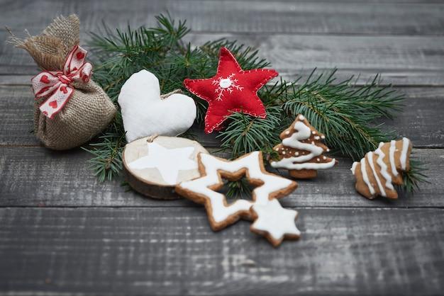 Weihnachtshandwerk auf dem holz Kostenlose Fotos