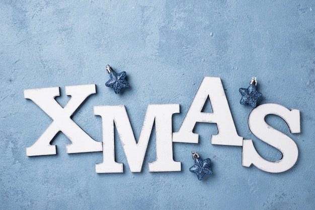 Weihnachtshintergrund mit buchstaben weihnachten Premium Fotos