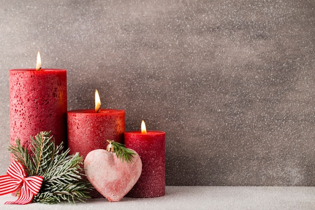 Weihnachtskerzen und dekorationen Premium Fotos