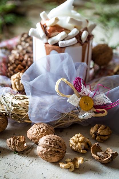 Weihnachtskomposition tasse kakao Kostenlose Fotos