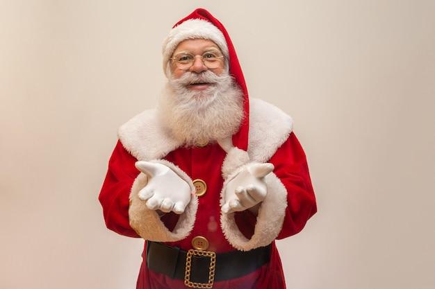 Weihnachtsmann auf weiß Premium Fotos