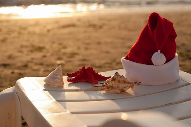 Weihnachtsmann mütze, tropische weihnachten Premium Fotos