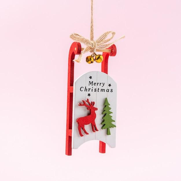 Weihnachtsmannschlitten auf rosa Premium Fotos