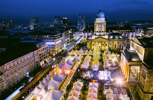 Weihnachtsmarkt in berlin von oben Premium Fotos