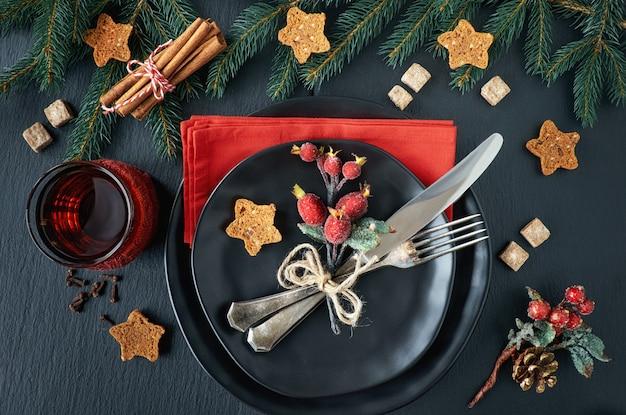 Weihnachtsmenükonzept auf dunkelheit Premium Fotos