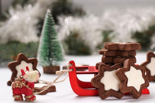 Weihnachtsplätzchen, festliche weihnachtsfeiertage für kinder Premium Fotos