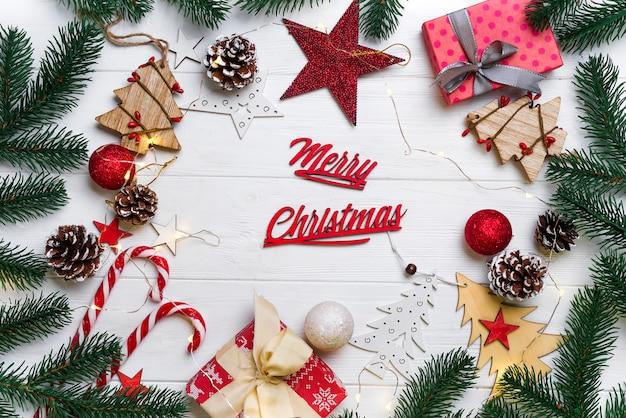 Weihnachtsrahmen mit süßigkeiten und spielzeug Premium Fotos
