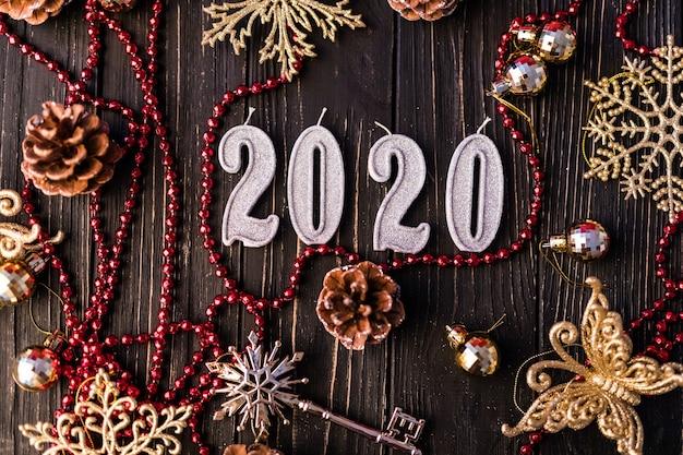 Weihnachtsrahmen. weihnachtsgeschenke, schleifen, dekor. flache lage, draufsicht. neujahr 2020 dekoration Kostenlose Fotos