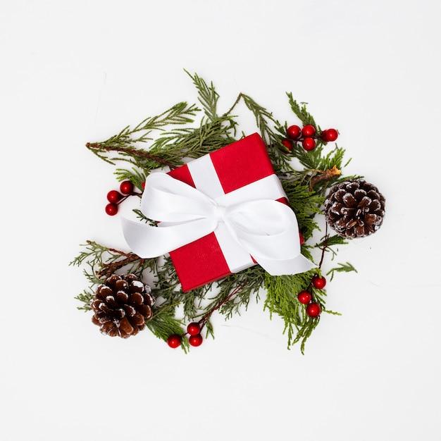 Weihnachtsschmuck mit geschenkboxen Kostenlose Fotos