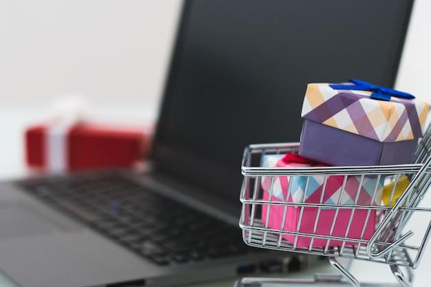 Weihnachtsverkauf. e-commerce online-shopping-konzept Premium Fotos