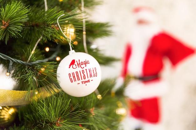 Weihnachtsverzierung auf tannenbaum Kostenlose Fotos