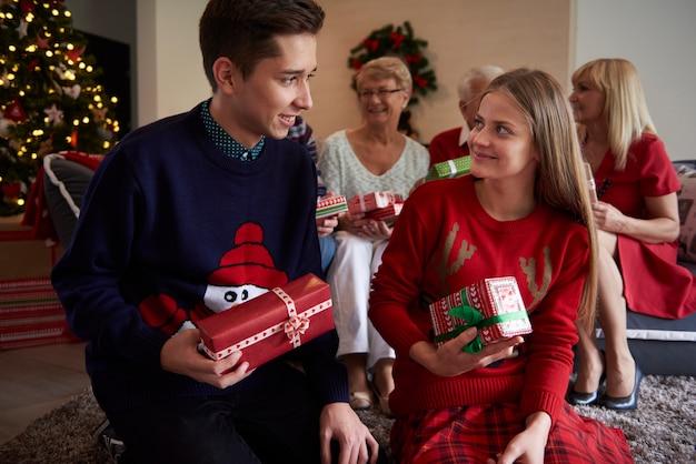 Weihnachtszeit mit der ganzen familie Kostenlose Fotos