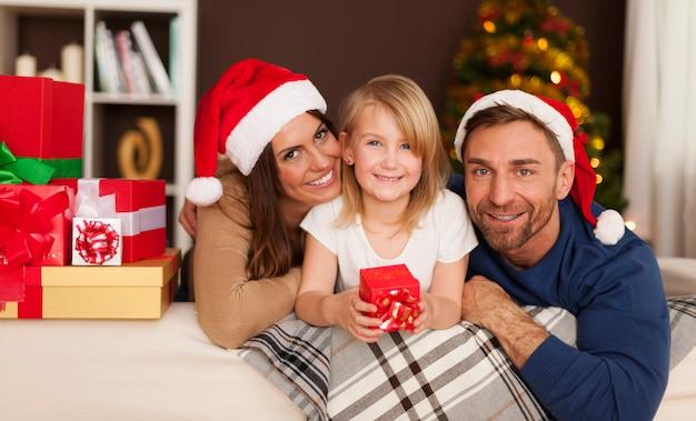 Weihnachtszeit mit liebevoller familie Kostenlose Fotos
