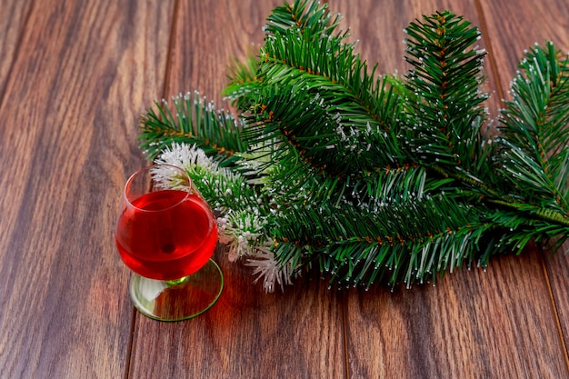 Weihnachtszeitglas whiskydekoration und -geschenke Premium Fotos