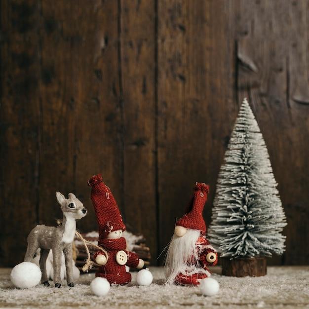 Weihnachtszusammensetzung mit hölzernem hintergrund- und kopienraum Kostenlose Fotos