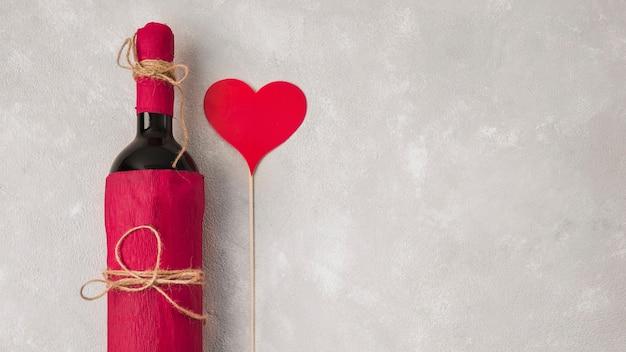 Wein mit herzzeichen und kopienraum Kostenlose Fotos